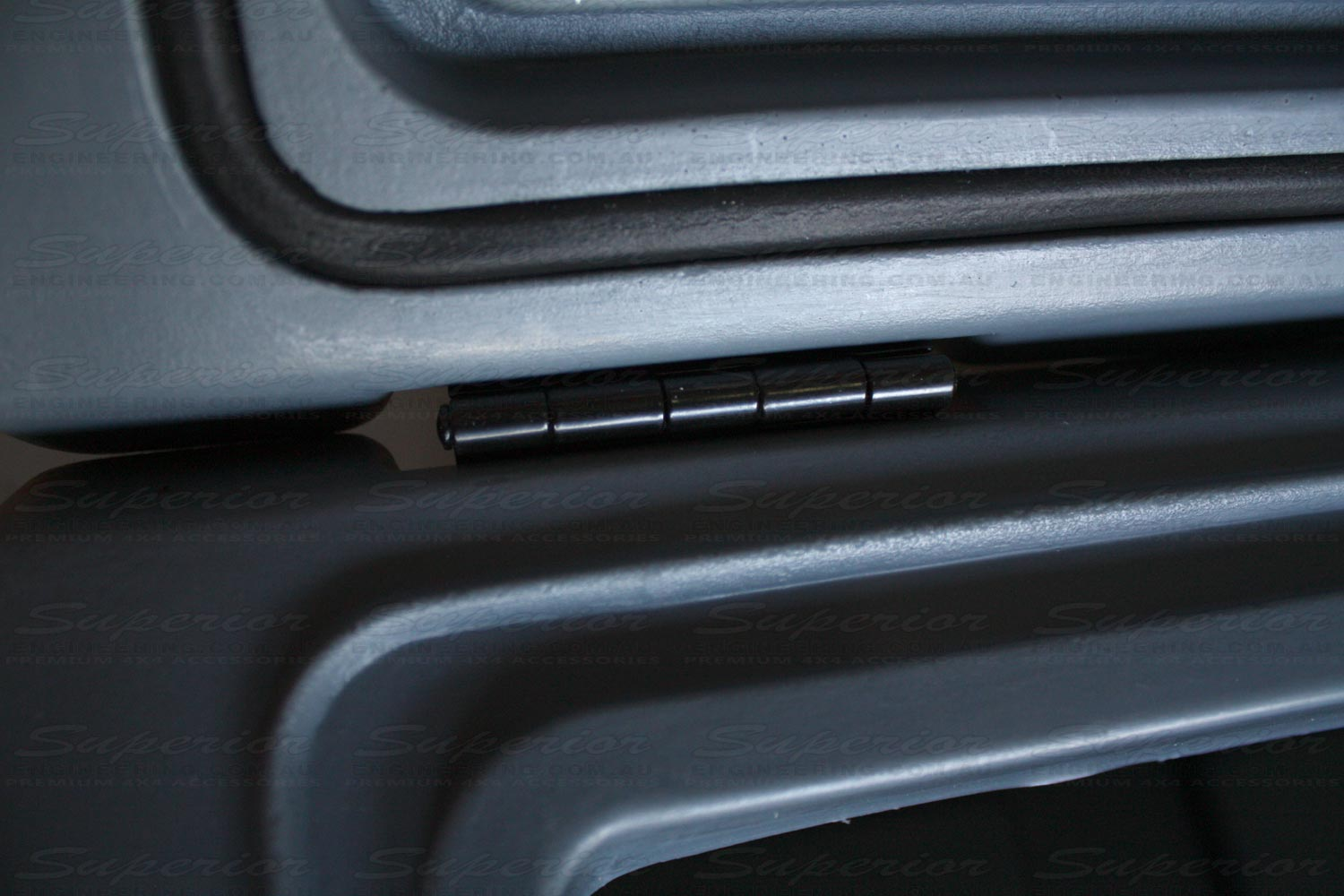 Extra strong metal hinges ensure the lids won't come off during heavy use