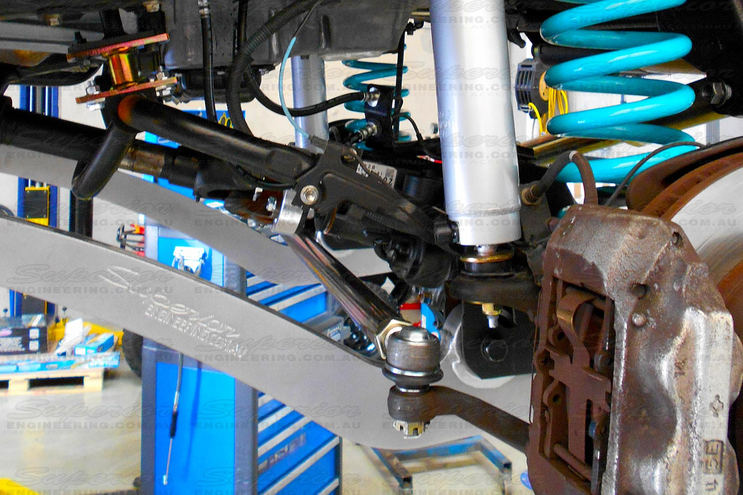 Side view of a Superior Engineering tie rod fitted to a 4wd vehicle