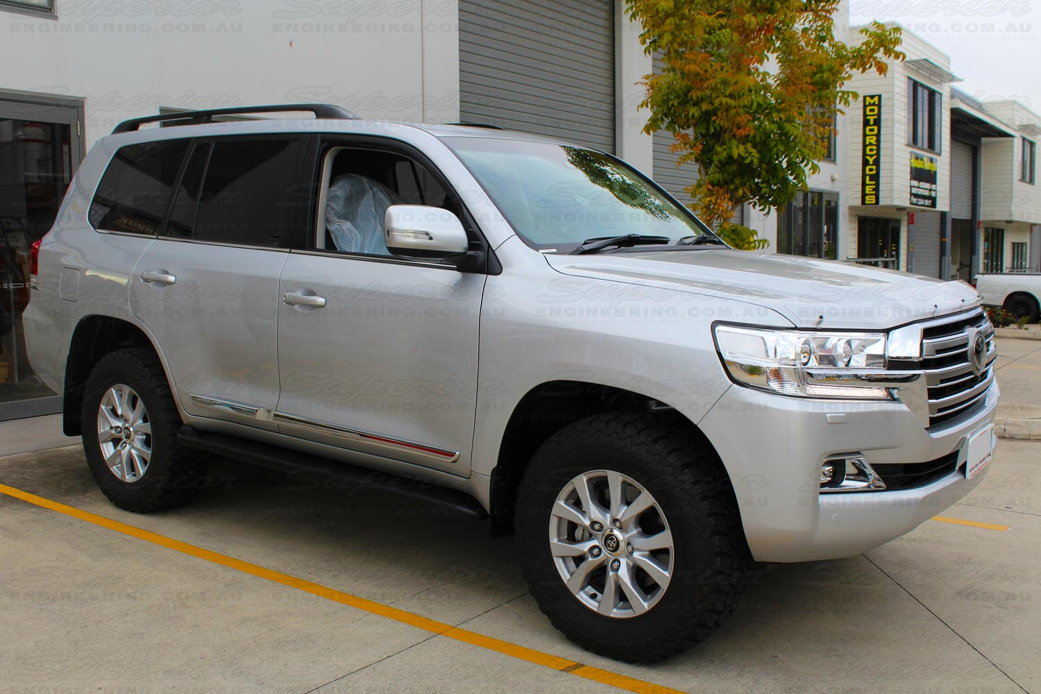 Left side view of a Toyota Landcruiser 200 Series after fitting the Superior Diff Drop kit